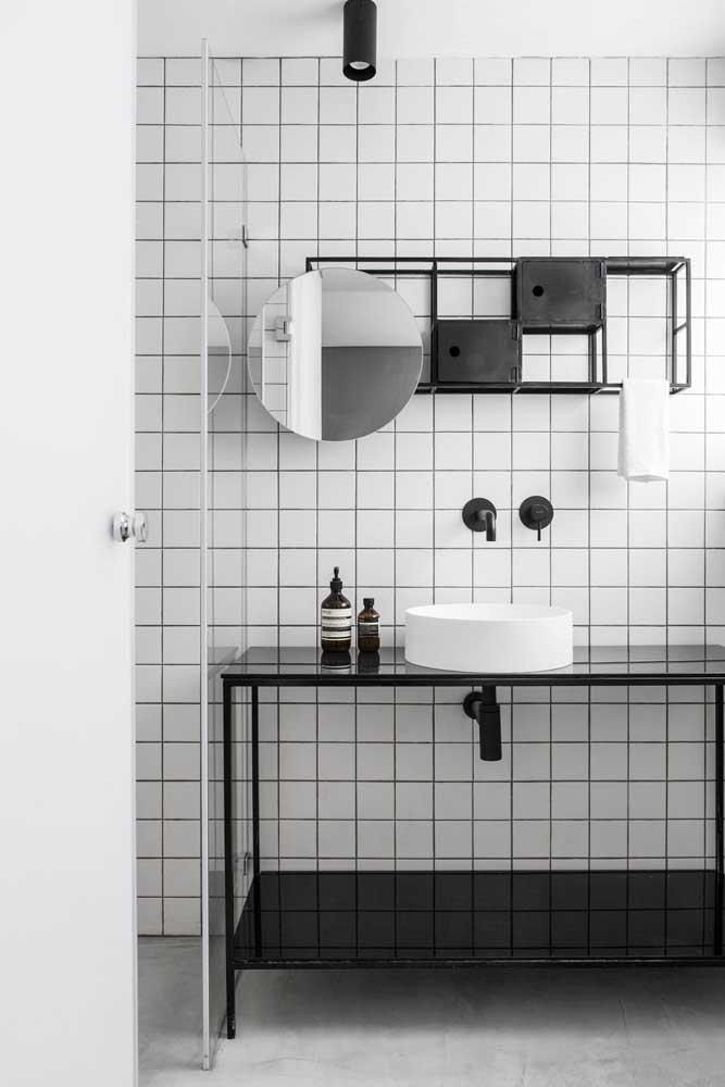 Passa ano, entra ano e a cerâmica para banheiro continua fazendo sucesso; olha essa inspiração de banheiro moderno com cerâmica branca