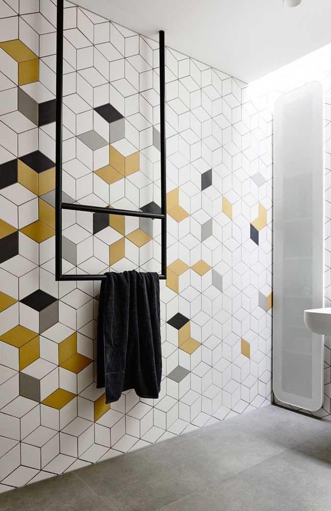 Um jeito de deixar o seu banheiro super moderno é mesclar cores fortes em meio a cerâmica branca, como nesse exemplo aqui