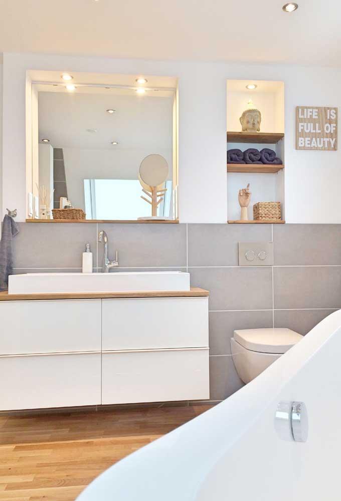 Piso de madeira no banheiro? De cerâmica pode