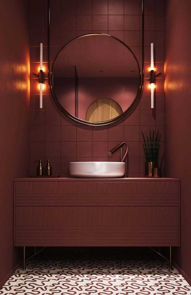 """Que tal um banheiro """"quente"""" e mega acolhedor? Aposte em uma cerâmica de tons terrosos"""