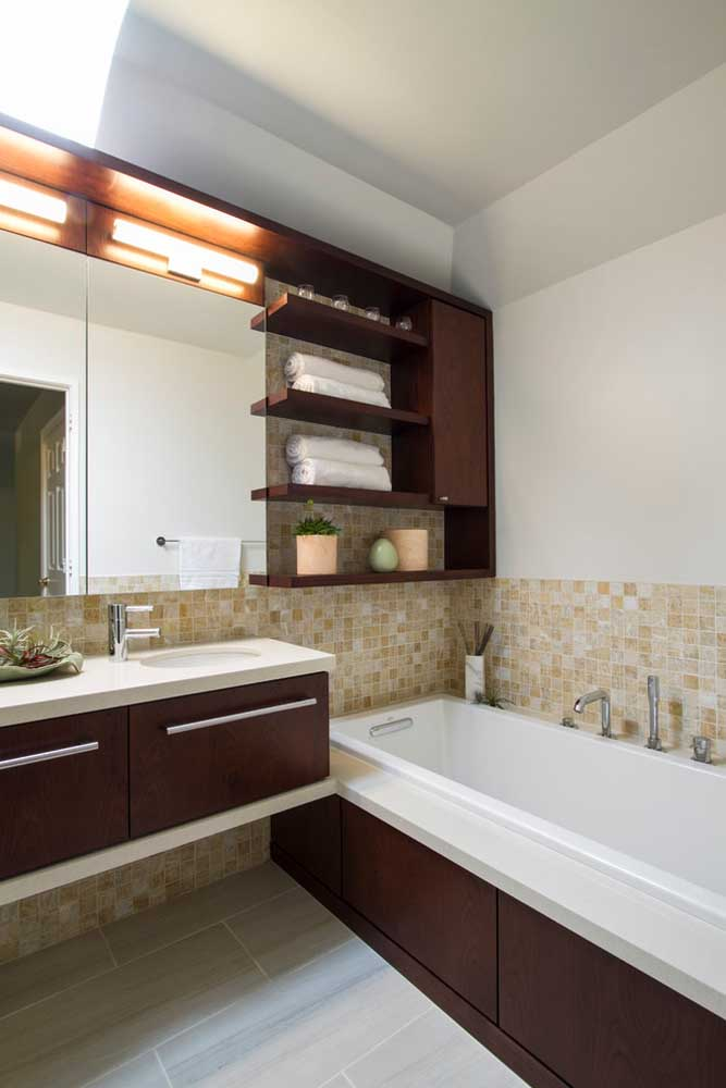 A cerâmica bege para banheiros é um clássico! Não tem como dar errado com ela