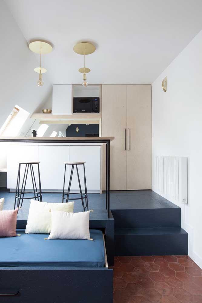 Cozinha americana pequena integrada com a sala de estar; o modelo mais popular que existe