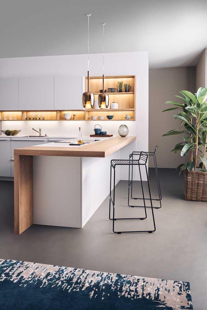 Cozinha americana pequena moderna decorada com nichos e iluminação de LED