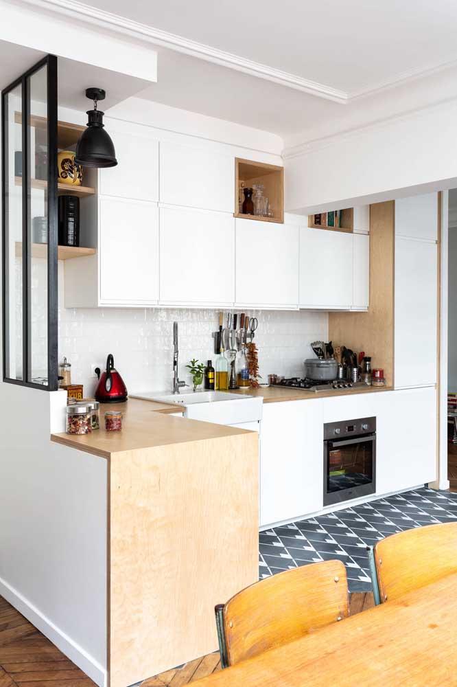 Optar por eletrodomésticos embutidos é uma boa pedida para deixar o visual da cozinha americana mais bonita