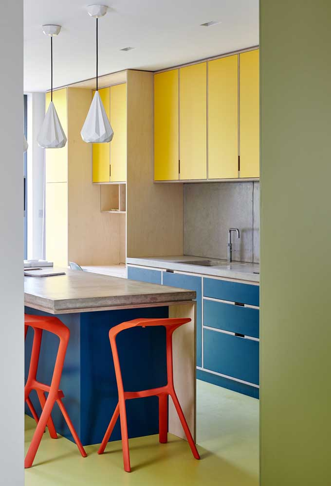 Cozinha americana com bancada de concreto: solução moderna e despojada para o ambiente