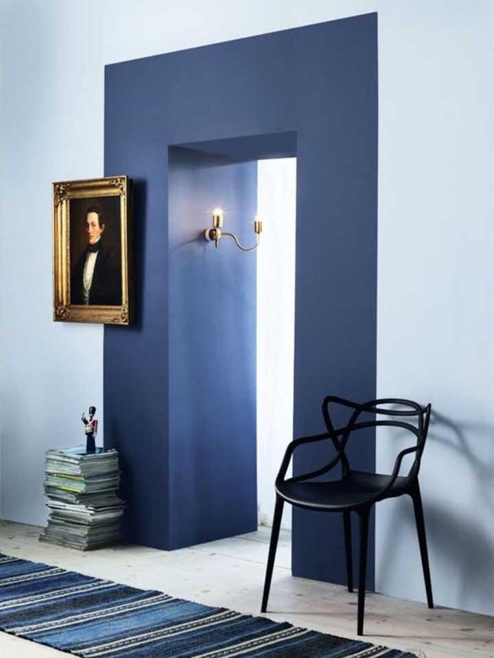 Uma pintura diferenciada já foi suficiente para mudar a decor desse corredor