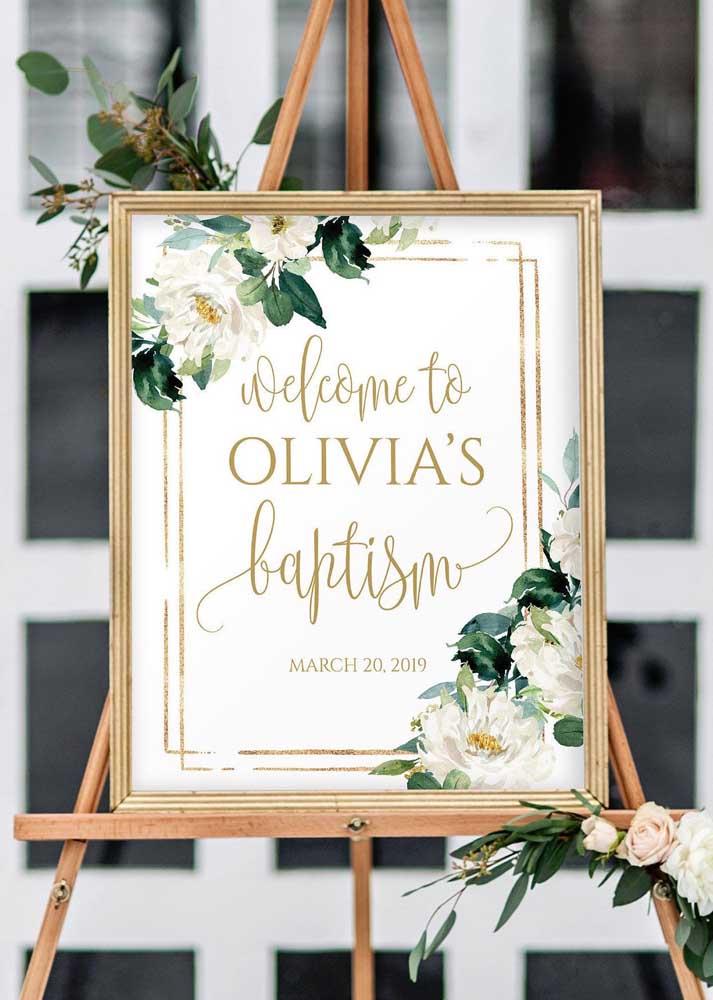 Não se esqueça de um painel ou cartaz na entrada da festa de batizado dando as boas vindas à quem chega