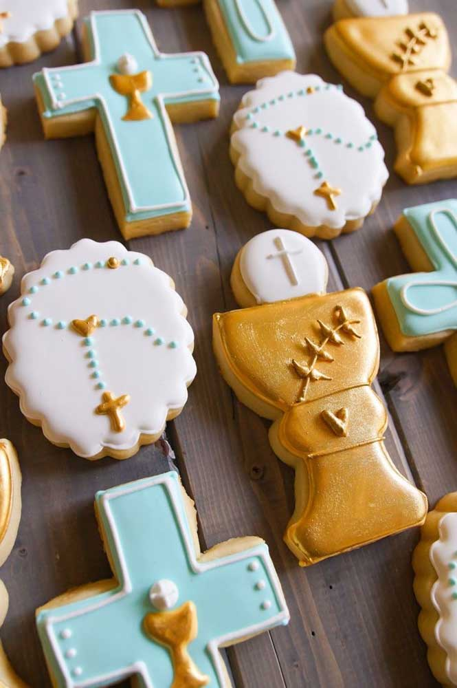 Cruz, hóstia e terço: os símbolos mais marcantes da Igreja se transformaram em tema para os biscoitinhos