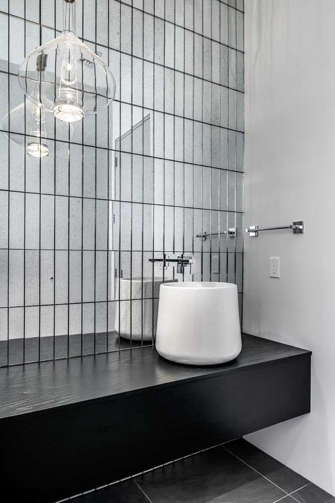 Espelho para o banheiro com recortes no estilo tijolinho