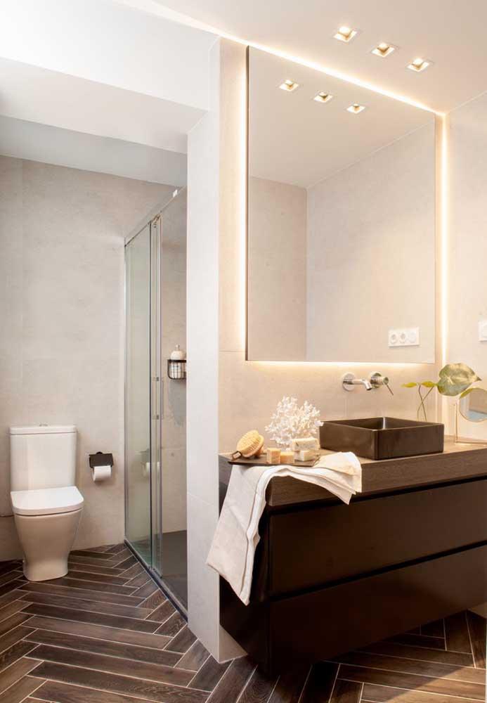 Espelhos para banheiro com borda infinita podem contar com a iluminação invisível de led por trás da peça