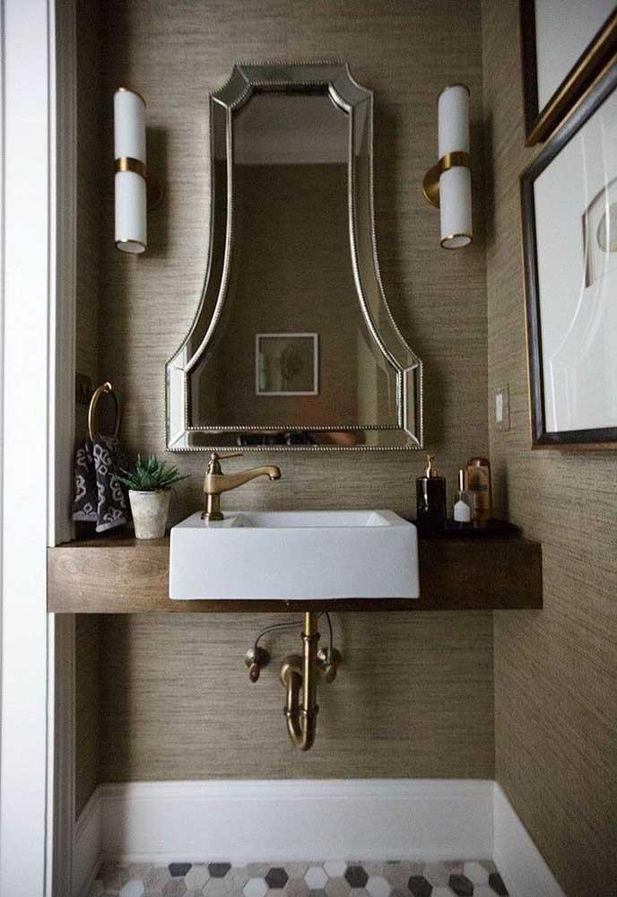 Classe e muito estilo para o banheiro com esse modelo de espelho