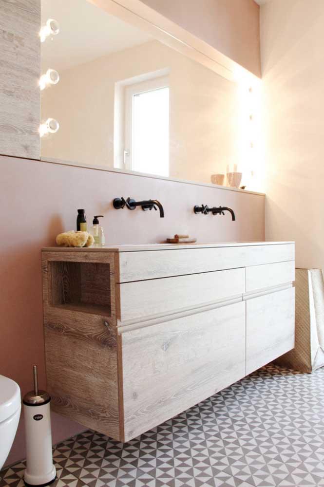 Espelho para banheiro com luz de spots nas cantoneiras