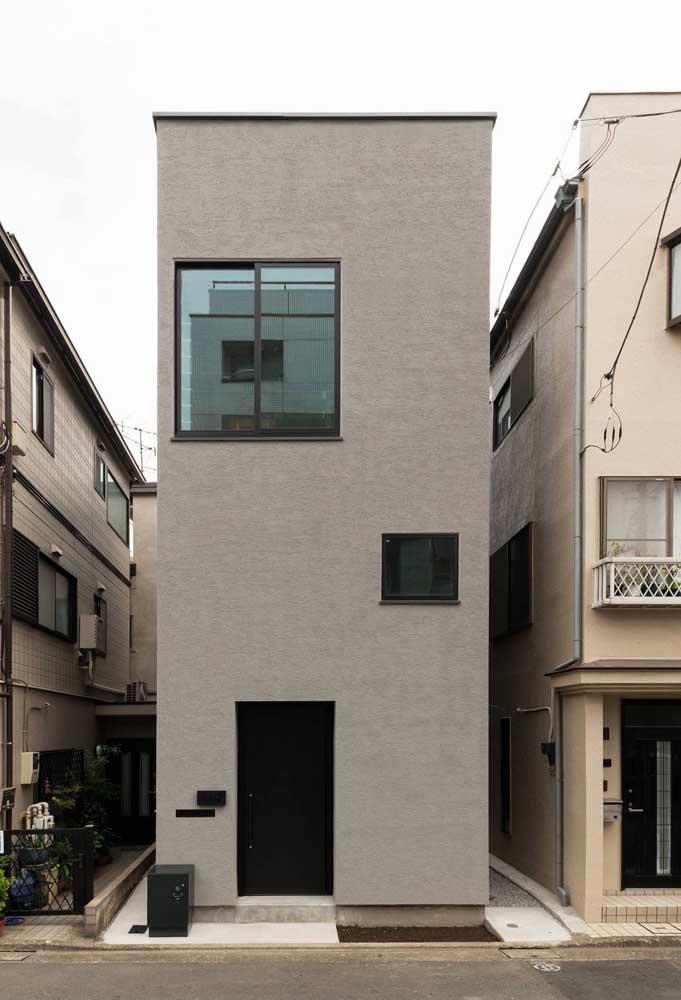 Fachada de casa sobrado simples sem nenhum tipo de revestimento externo, apenas a pintura