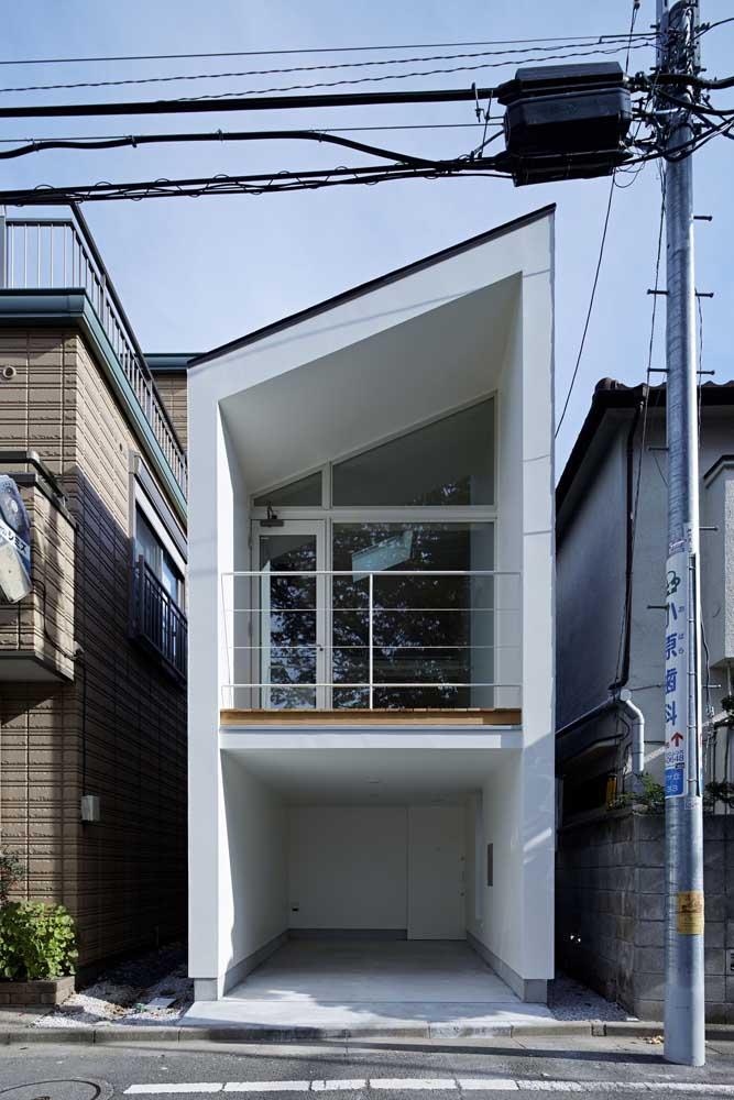 O diferencial dessa fachada está no formato do telhado