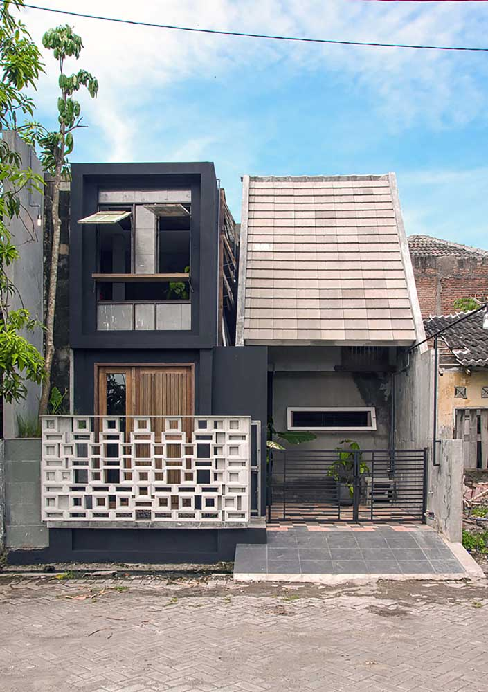 Duas casas de fachadas simples compartilhando o mesmo estilo moderno