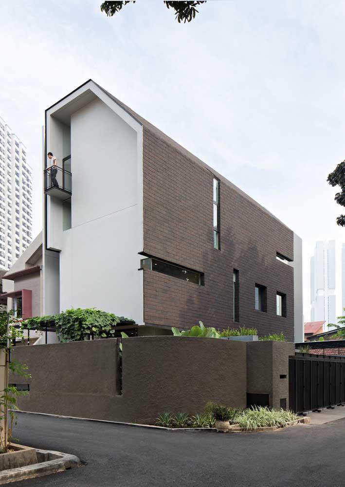 Casa de estilo moderno com uma composição perfeita entre formato e revestimentos