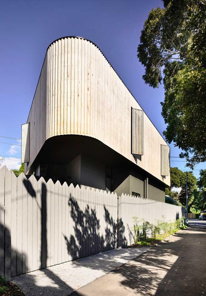As curvas, traços típicos de uma arquitetura mais contemporânea, trazem movimento e dinamismo a essa fachada