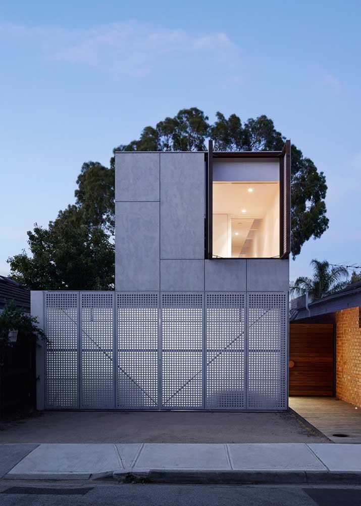 Neutralidade e simplicidade marcam essa fachada moderna de cimento queimado
