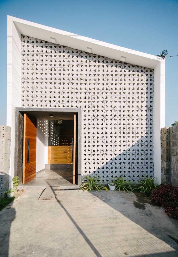 Invista em um telhado embutido para ter uma fachada moderna e cheia de estilo