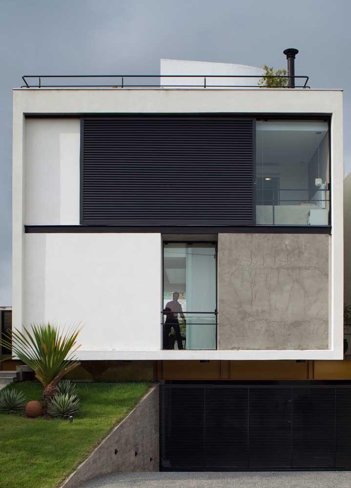 Cores neutras e texturas discretas marcam essa fachada de casa tipicamente moderna
