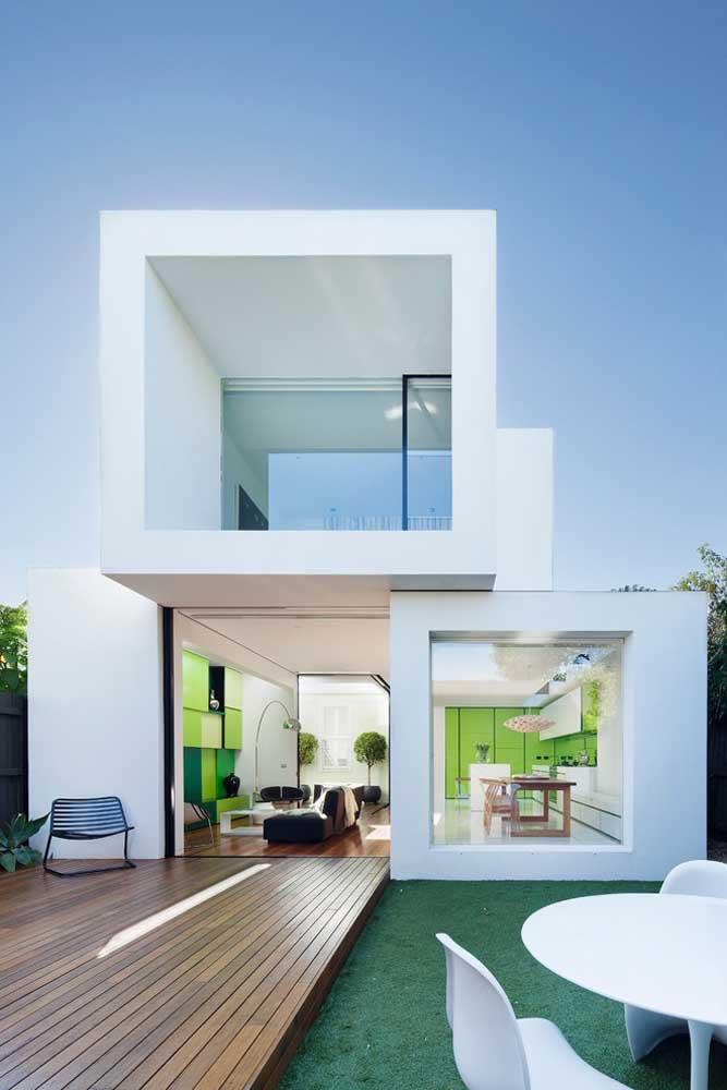 O formato quadrado e a disposição dos pavimentos fazem a fachada dessa casa parecer com pecinhas de montar