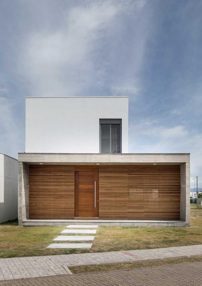 O uso da platibanda é um recurso frequente utilizado pelos arquitetos para criar fachadas de casas modernas