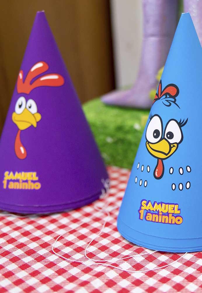 O chapeuzinho não pode faltar nos aniversários infantis, ainda mais quando são personalizados com o tema e o nome do aniversariante.