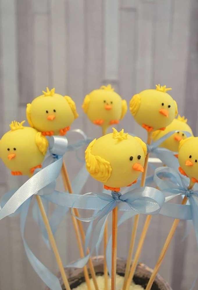 O pintinho amarelinho se transformou em cake pop.