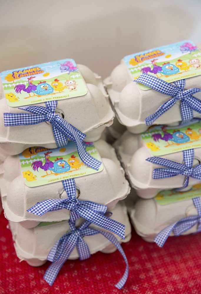 Quer fazer algo diferente? Reutilize as caixinhas de ovos para colocar algumas guloseimas dentro e entregar como lembrancinha.