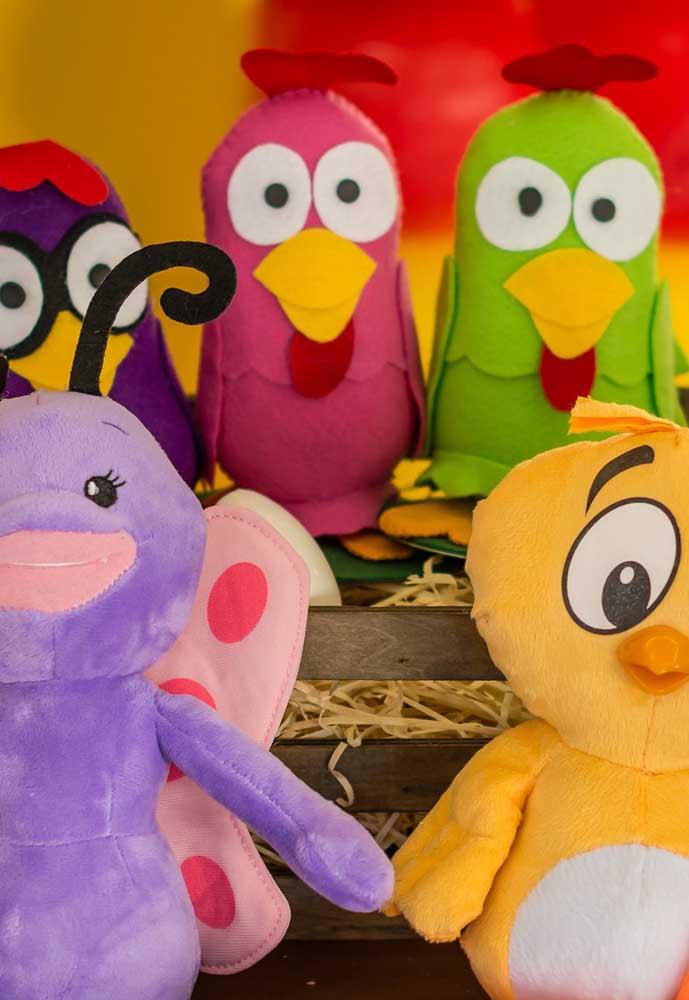 Use e abuse dos personagens da turma da Galinha Pintadinha no formato de pelúcia, pois as crianças vão adorar!