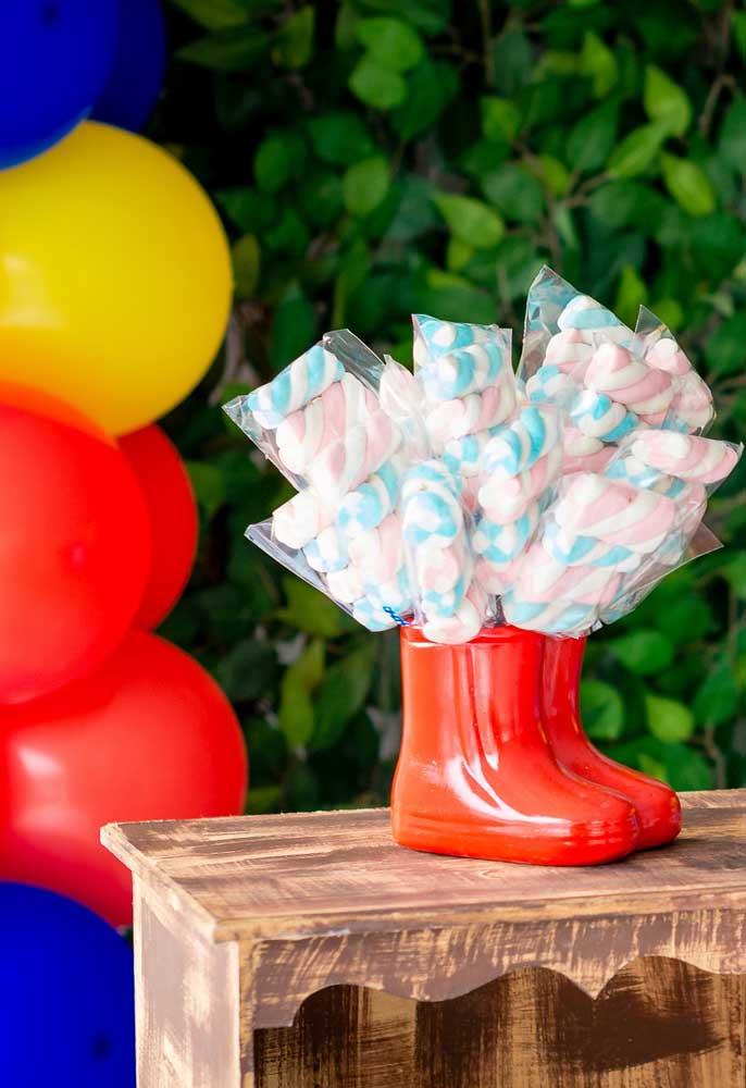O marshmallow é uma boa opção de guloseima para distribuir no aniversário infantil.