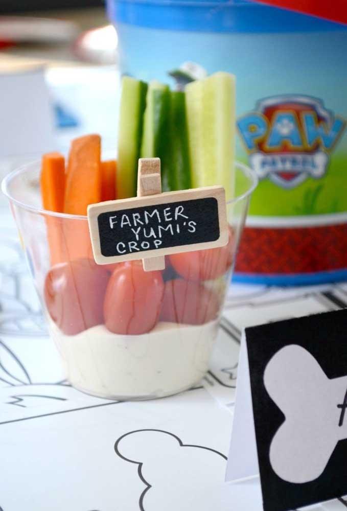 Já pensou o que você vai servir na festa? O que acha de servir um copinho com vegetais?