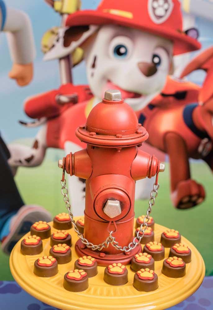 Alguns elementos decorativos são característicos da patrulha canina. Portanto, não deixe de usá-los na decoração de aniversário.