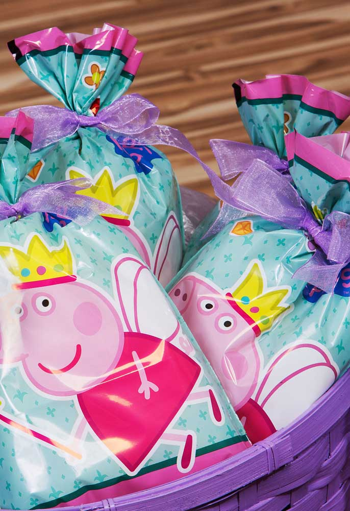As sacolinhas personalizadas são perfeitas para entregar como lembrancinha de aniversário.