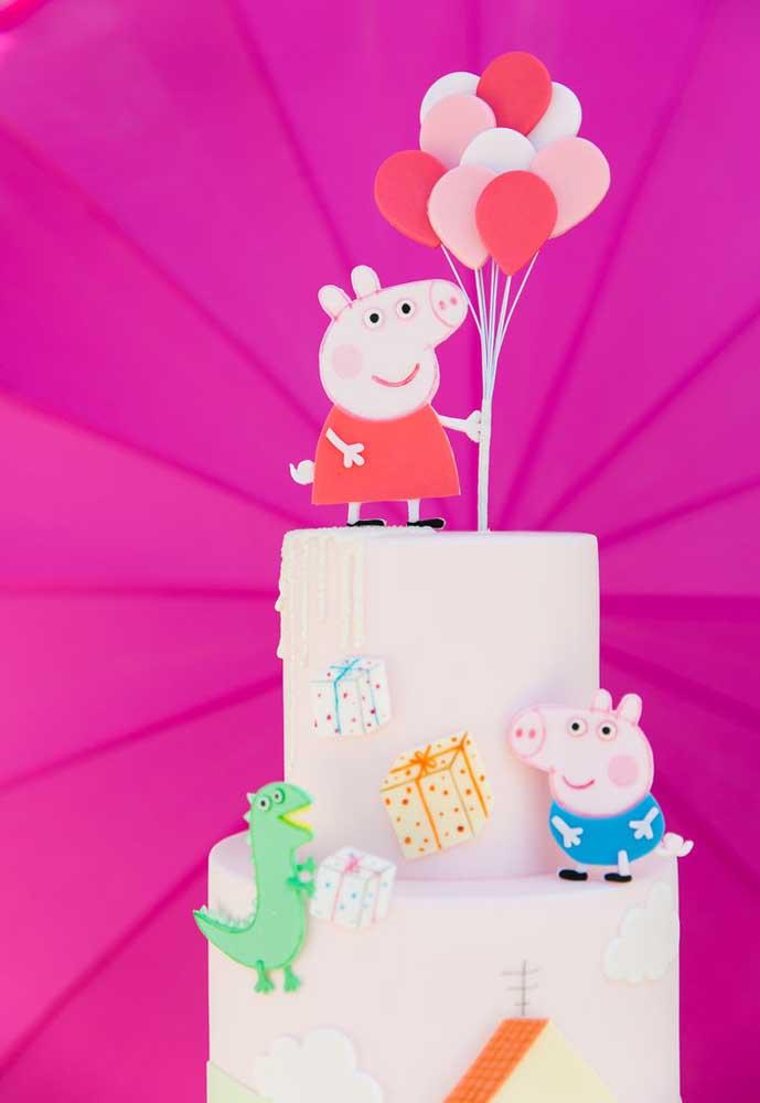 O que colocar no topo do bolo? Claro que a Peppa Pig!