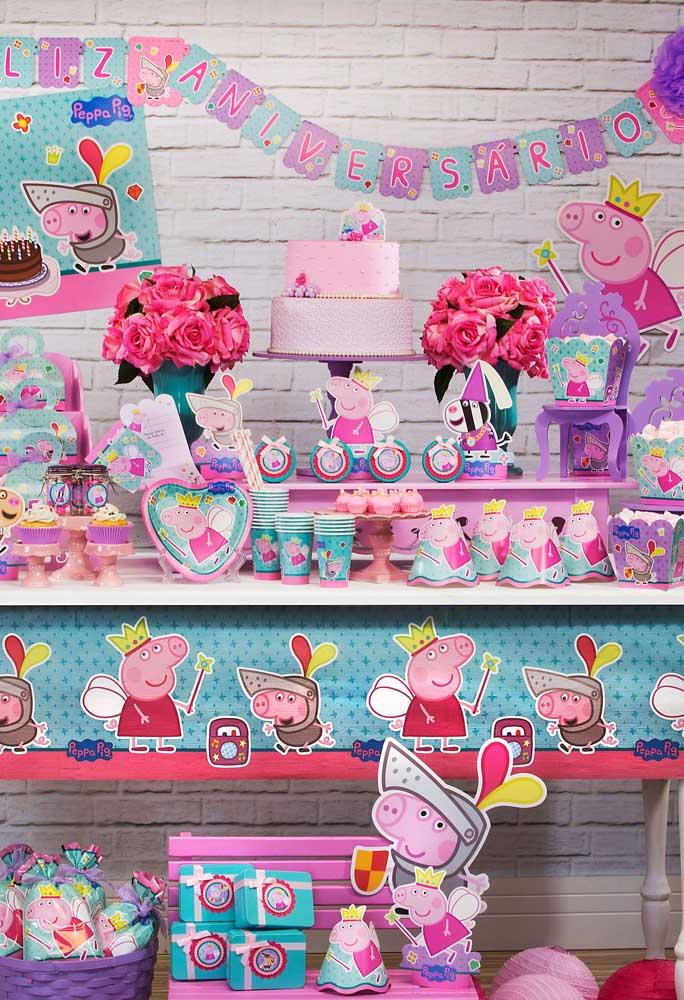 Aposte nos tons rosa, lilás e tiffany para fazer uma bela decoração com o tema Peppa Pig.