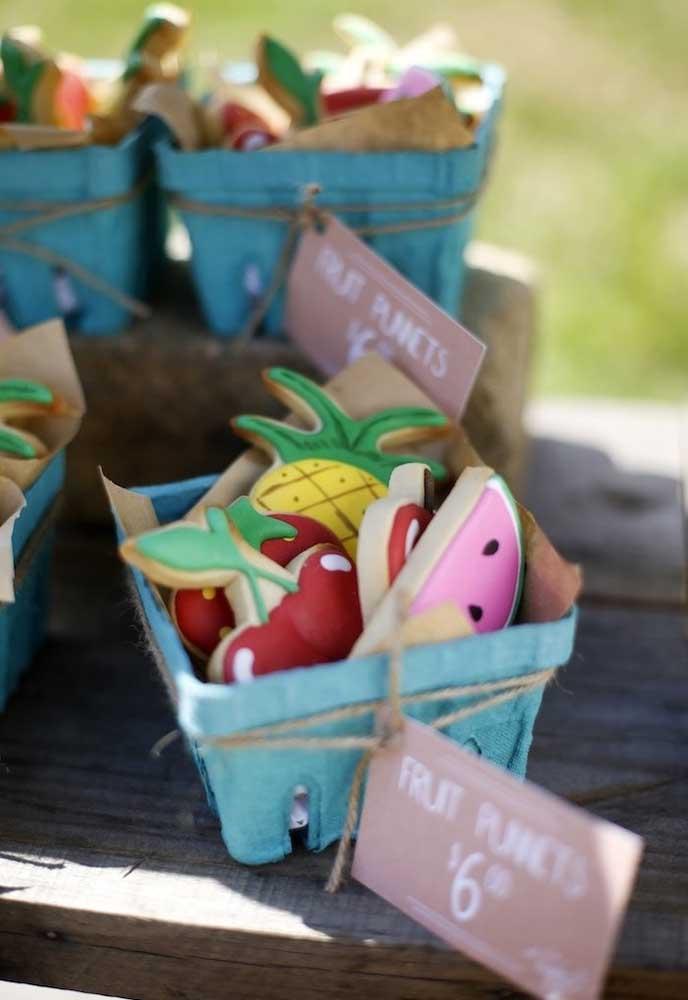 Sabe aquelas caixinhas de ovos? Você pode reaproveitá-las para encher de guloseimas.