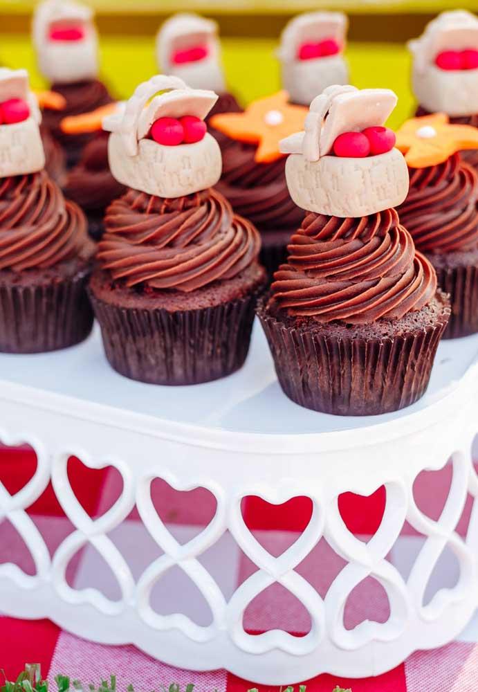 Olha que ideia fofa foi usada para decorar o cupcake.