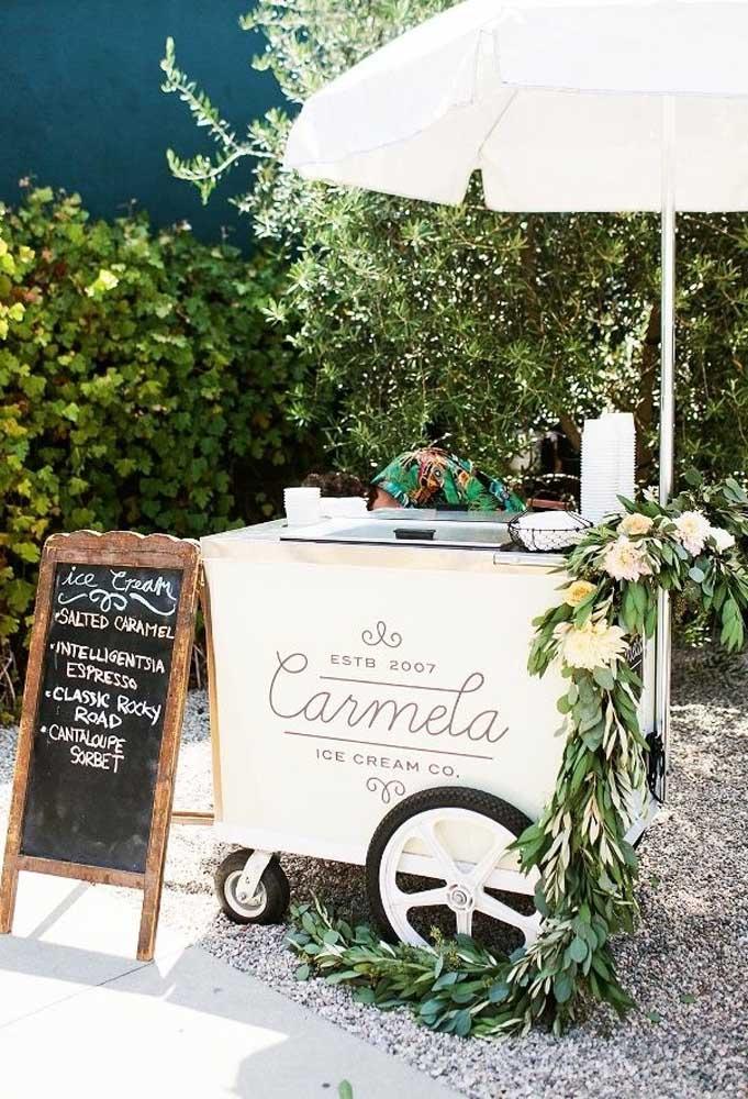 Se você tiver oportunidade, alugue um carrinho de sorvete e sirva para os convidados.