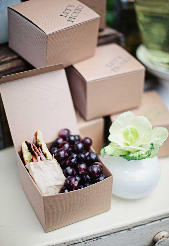 Prefira usar caixinhas para colocar as guloseimas, mas dê preferência para aquelas no modelo de papelão.