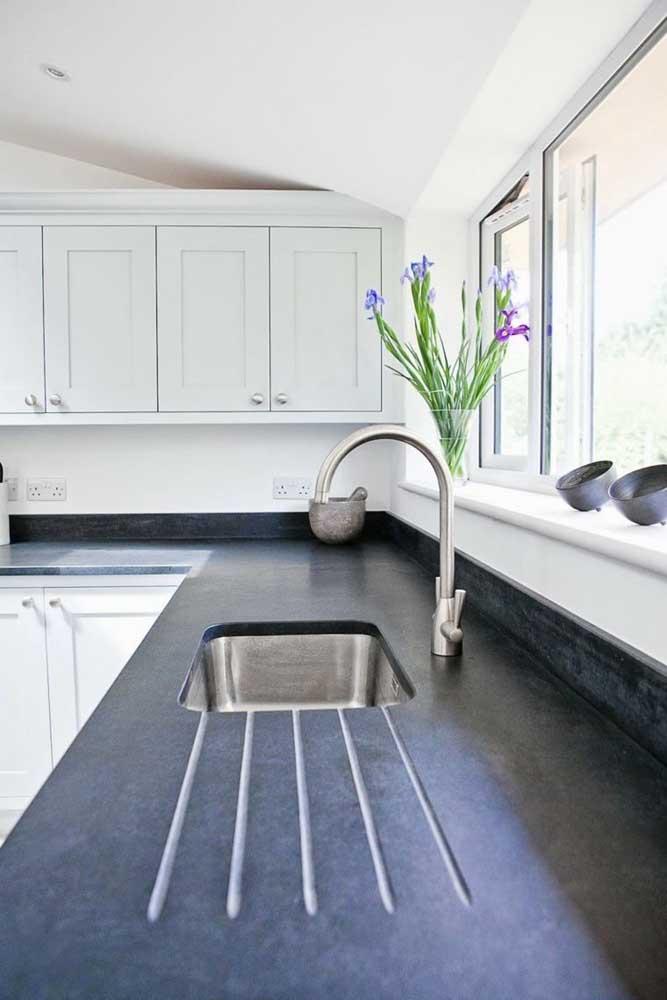Opção de granito preto Absoluto fosco: ideal para ambientes neutros e rústicos