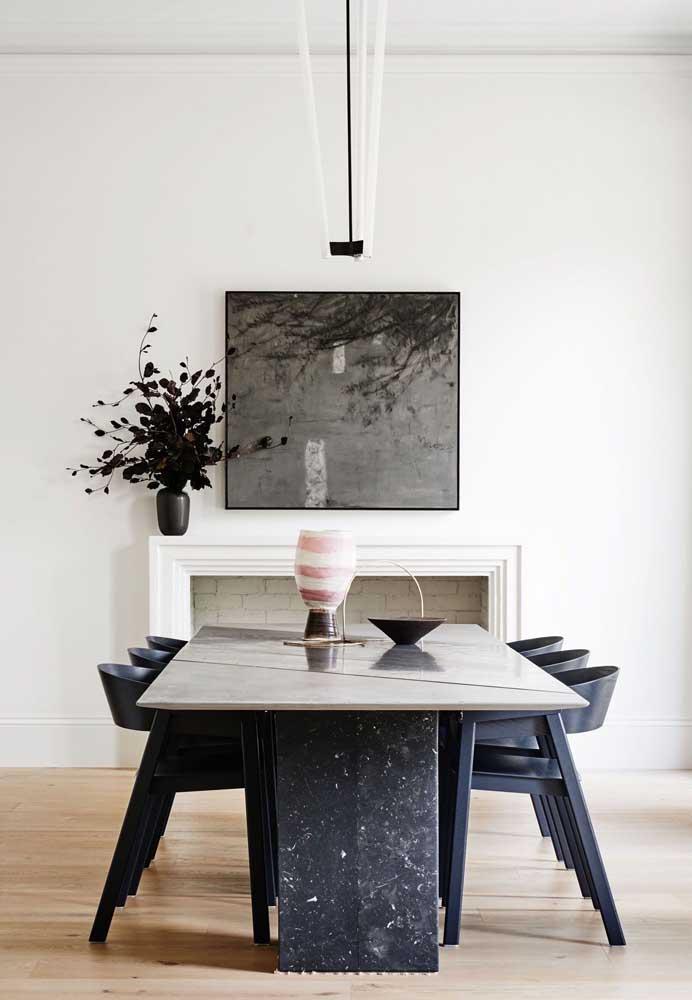 Mesa em granito preto, garantindo mais resistência e durabilidade para a peça