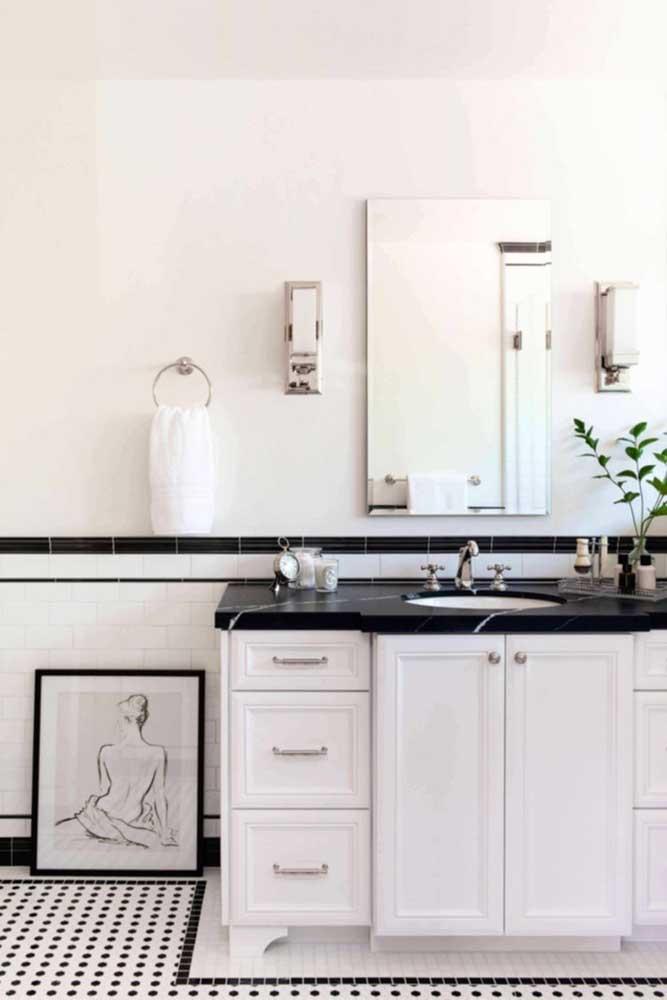 Granito preto Via Láctea para completar a decoração P&B do banheiro