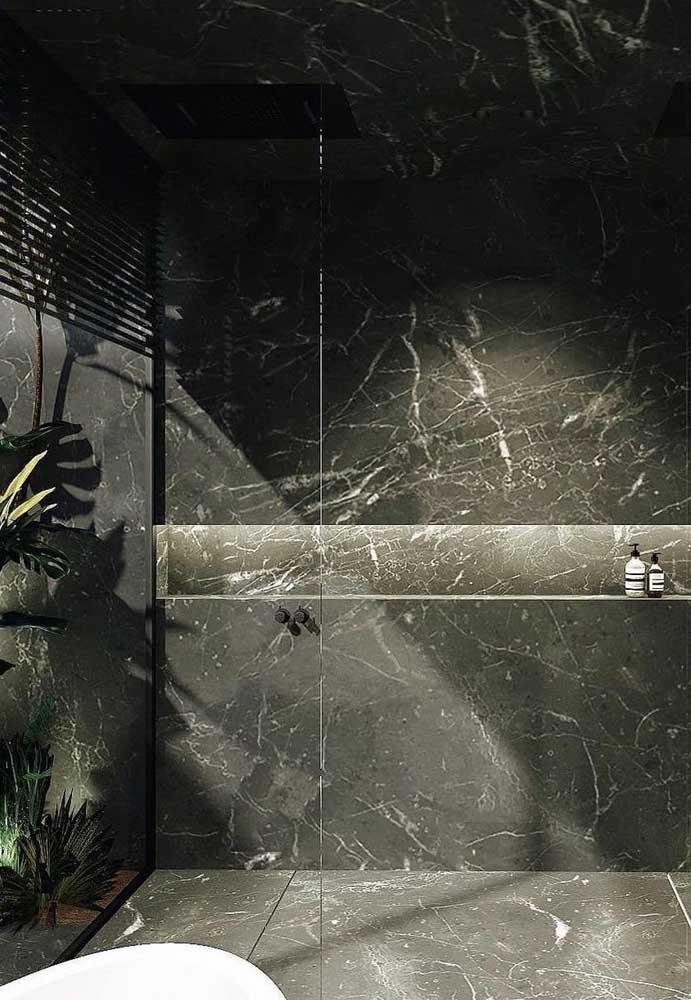 Paredes revestidas com granito sempre trazem um ar mais sofisticado ao ambiente