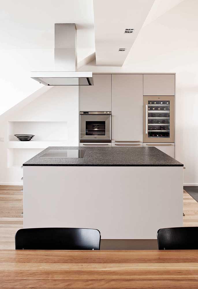 Ilha de cozinha com granito preto São Gabriel: visual moderno e clean