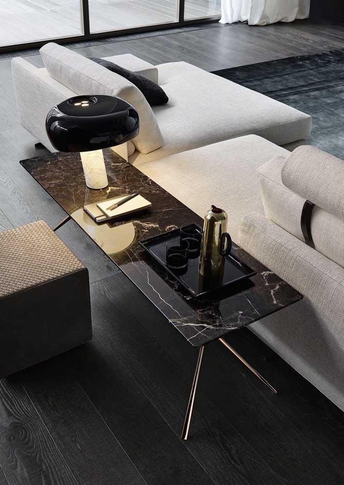 Um lindo aparador em granito preto para sala de estar