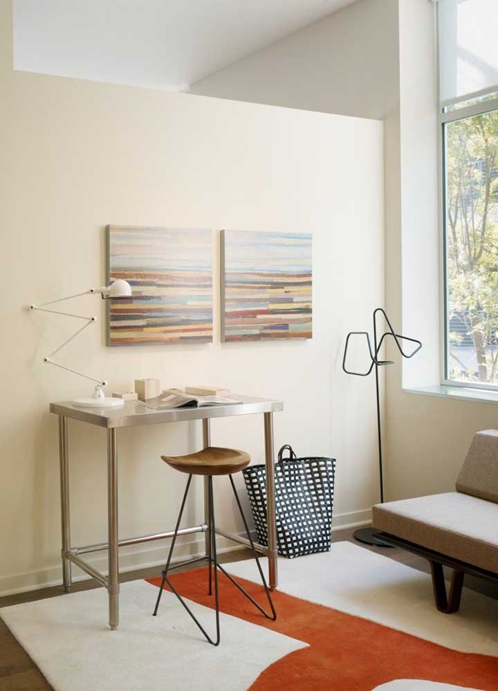 A luminária de mesa articulável é perfeita para ambientes de trabalho, estudo e leitura já que ela permite o direcionamento exato da luz