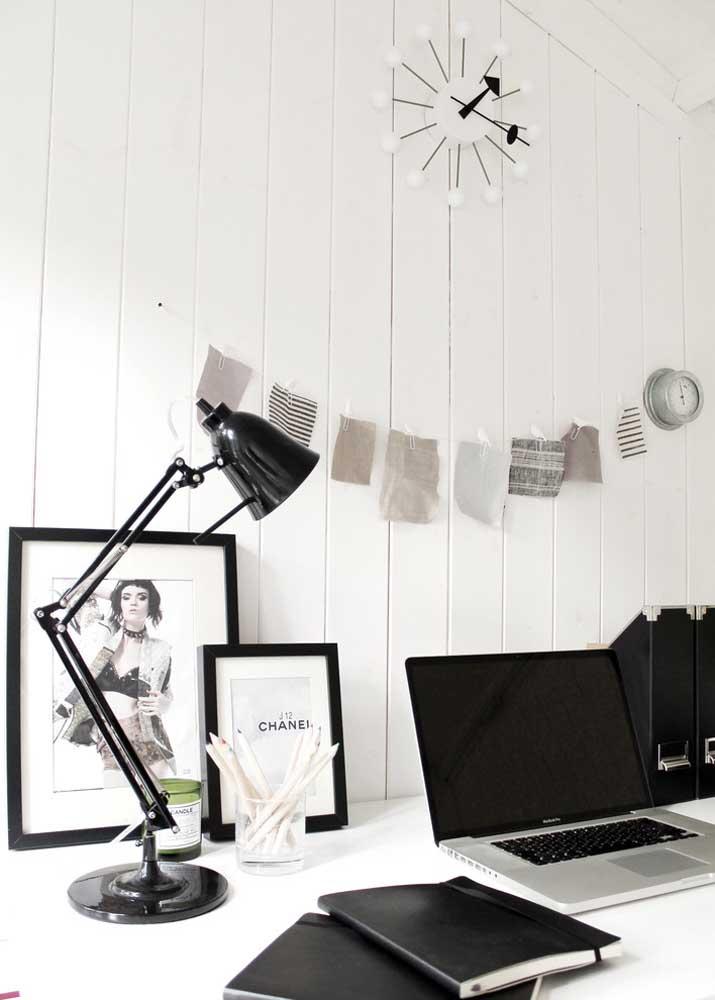 Atenção para a altura da luminária de mesa, especialmente quando utilizada em ambientes de trabalho e estudo; lembre-se que ela não pode gerar sombras