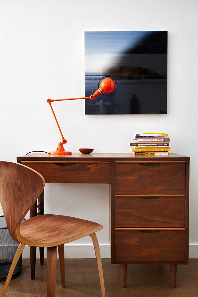 Luminária de mesa laranja: uma peça para ver e ser vista