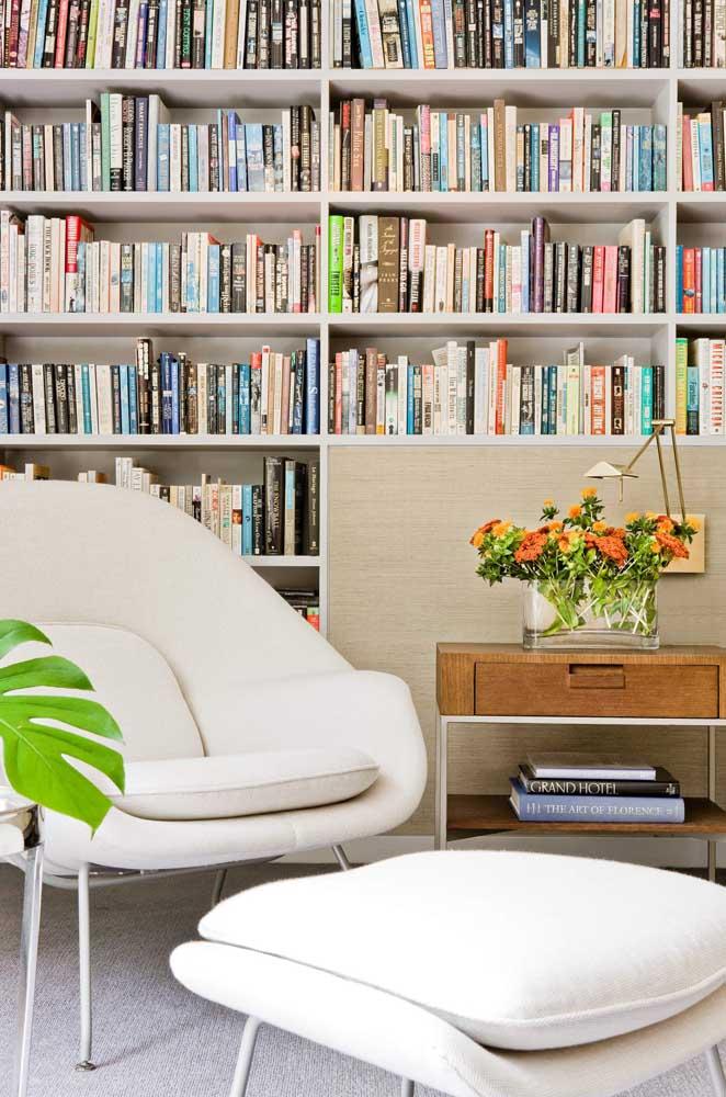 A luminária de mesa articulada é ideal para cantinhos da leitura